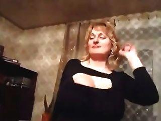 dançando milf com mamas enormes