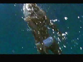 jessica alba natação