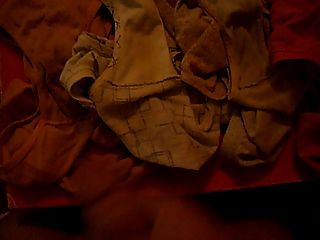 empurrando e cumming para meus primos calcinha suja