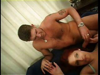 Esquiscos de tia britânicos de puta se fodem em um trio de fmm