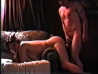 casal amador fodendo em um sofá