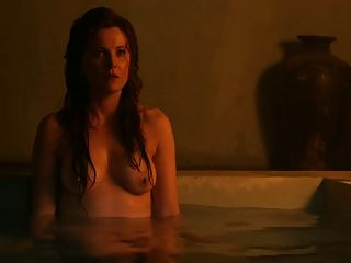 spartacus: lucy lawless e viva bianca topless