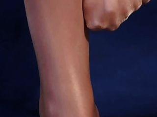 pernas sexy em meias brilhantes de alto brilho