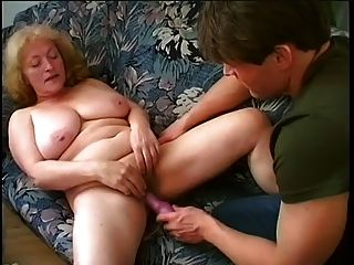 Granny gordinha suga e foda jovem