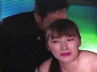 garota asiática engarrafada e chicoteada 1 2