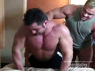 Musculação maciça adoração muscular nua