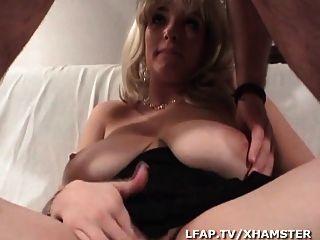 blonde aux enormes seins se fait defoncer a chatte