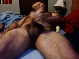 paja de osso em su cama