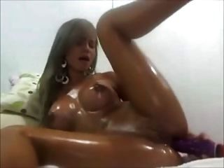 prazer anal da menina na câmera