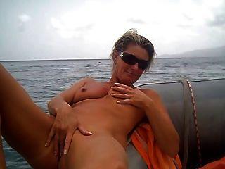 amador masturba-se no barco