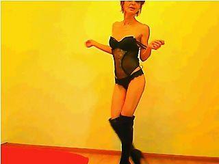 sexy 52 anos gilf dançando (não nu)