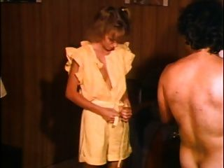 Kristara Barrington fodida no painel de madeira