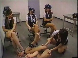 mulheres da polícia japonesa strap on fuck criminal