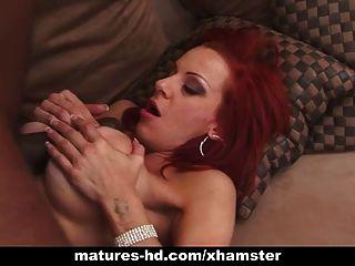 Redhead madura na festa anal interracial