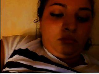 uma garota da Arabia masturba-se secretamente na cam