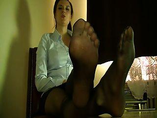 menina polonesa em meia-calça preta (polska wersja)