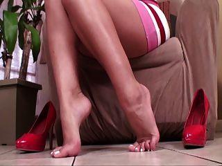 beije meus pés com os pés e os calcanhares