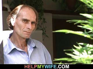 mulher sexy cuckolds seu velho marido