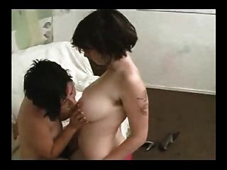 lésbicas peludas jovens e lambendo