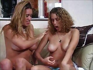 Duas garotas querem que você mexa. joi