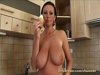 grande natural boob milf sozinho em casa