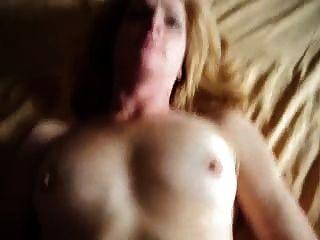 A esposa foda e toma grande facial