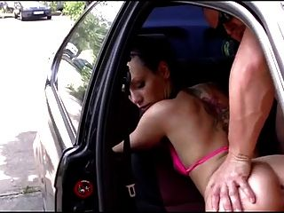menina alemã peluda fodida no carro