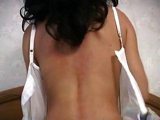 Milf quente em lingerie branca