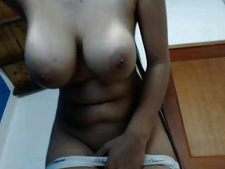 Hottie com big boobs e long hair natural