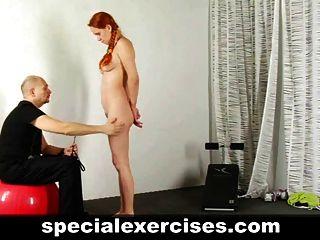 O treinamento da menina escrava ruiva
