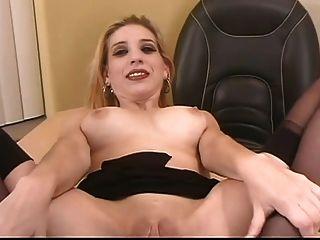 Secretária com big boobs e gatinha raspada gv00043