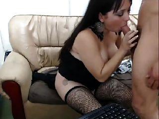 menina fodendo com dois caras na câmera