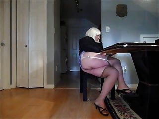 crossdress fagot upskirt meias 3