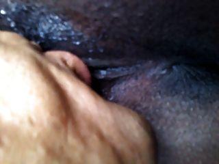 Ébano com longos lábios de bichano