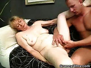 o galo peludo da avó suga e se foda