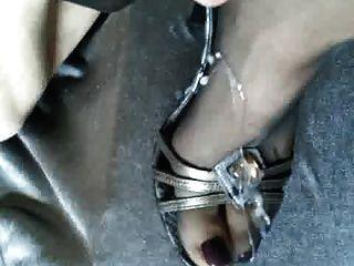 cum em calcinha em calcanhares