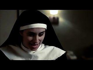 Cena lésbica de freiras nuas de filmes com grandes armas