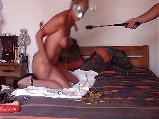Escravo esperando que o mestre seja punido