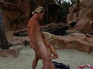 puta fazendo anal em cancun com uma bbc