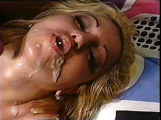 loira recebe duas cargas na boca e faz bolhas cum