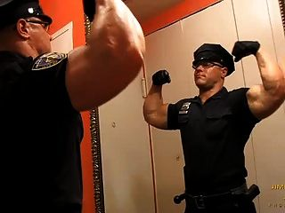 policial muscular gino del vecchio fica nu