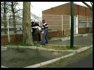Syvlie fodido na rua por 2 rapazes