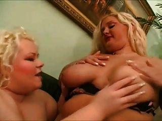 2 lésbicas grandes de gordura adoram se beijar, sugando seus bichinhos 1