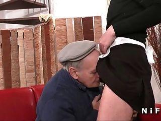 empregada francesa fodida em 3some com papy