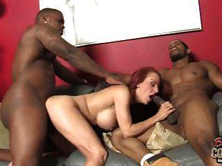 madura mãe shannon kelly anormalmente fodido por 2 negros