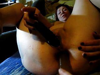 Lili masturbando com dois dildos