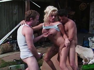 cena # 2 da prostituta do lixo branco 19