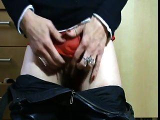 pervertido maduro brincando com sua calcinha molhada