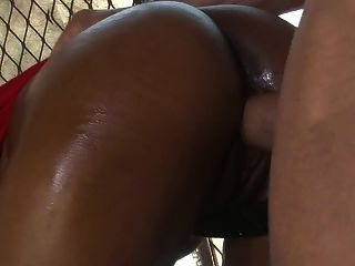 Hot black bitch com bunda perfeita