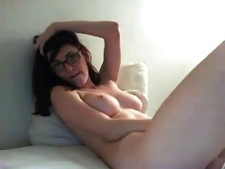 amador busty nerdy girl masturbating on cam